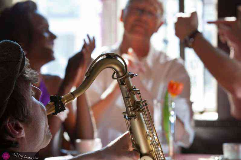 Contratación de saxofonista